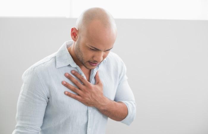 Изжога возникает из-за раздражения пищевода желудочным соком