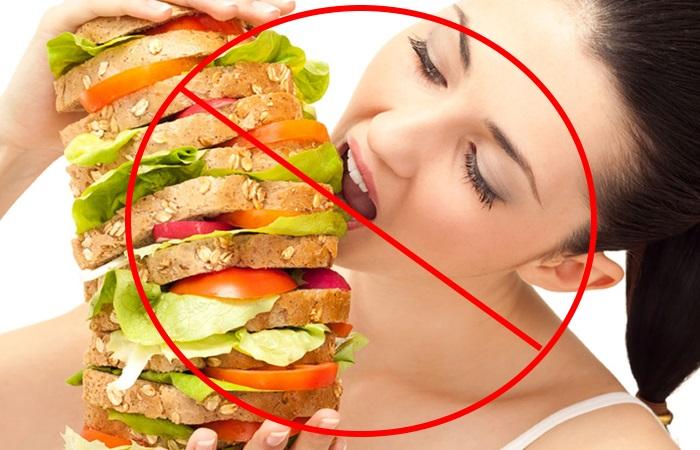 Людям, склонным к появлению изжоги, необходимо избегать переедания
