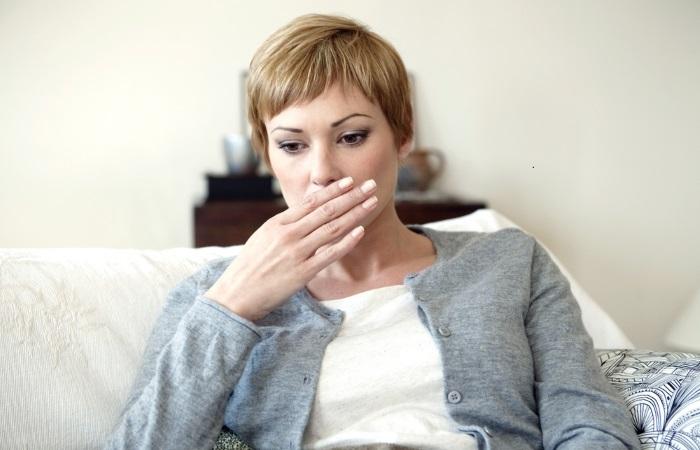 При язве пищевода пациента может беспокоить изжога
