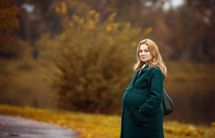 Будущая мама на прогулке