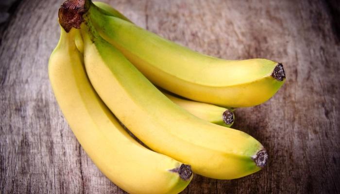В некоторых случаях медработники рекомендуют употреблять в пищу бананы при проблемах с ЖКТ