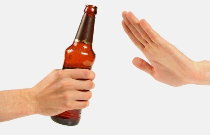 Спиртосодержащие напитки при заболеваниях ЖКТ противопоказаны