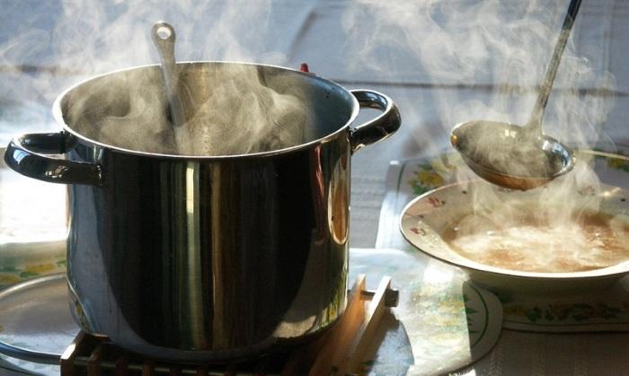 Чрезмерно горячая еда раздражает и травмирует пищевод