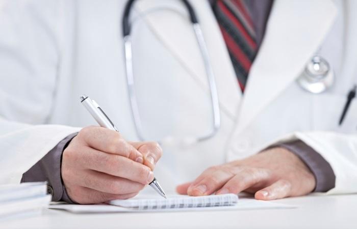 Гастроэнтеролог назначает лечение