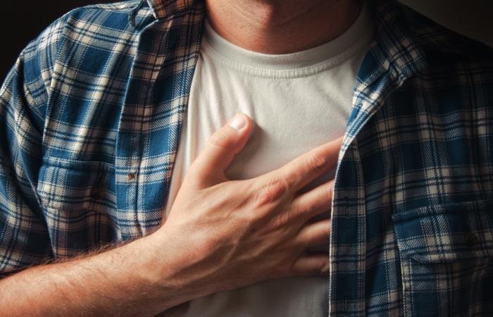 При инородном теле пищевода боль усиливается при глотании