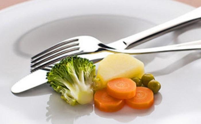 Питаться при ГЭРБ необходимо маленькими порциями