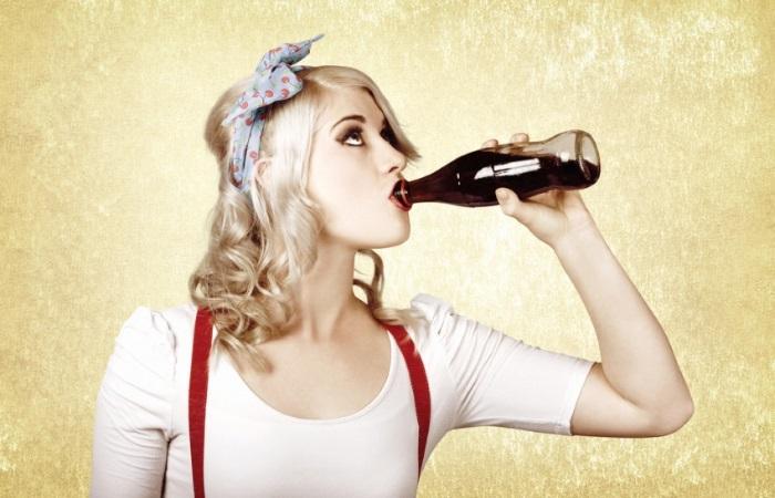 Газировка даже у здоровых людей может вызвать отрыжку