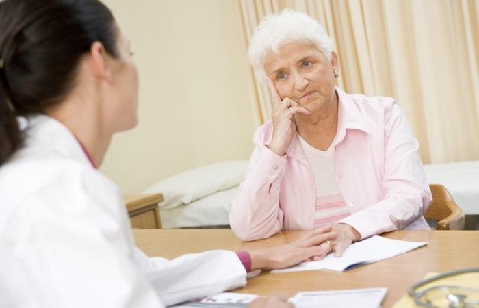 При появлении нарушений глотания необходимо обратиться за медицинской помощью