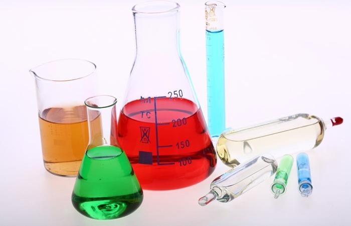 Едкие химические вещества