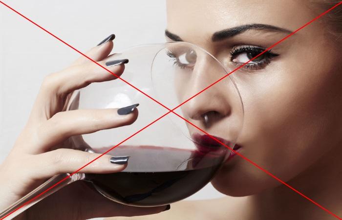 Вино способно повышать кислотность желудочного сока