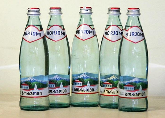 Лечебно-столовая минеральная вода Боржоми