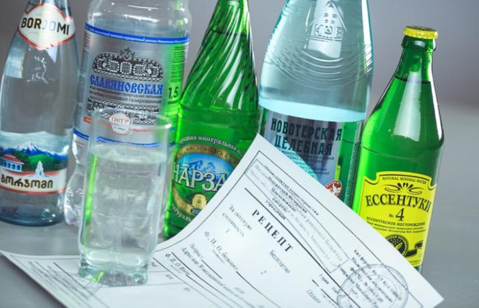 При повышенной кислотности желудка следует отдать предпочтение щелочной минеральной воде