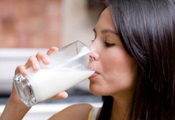 Молоко от приступа изжоги