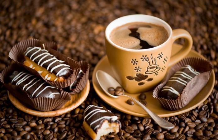 Кофеин и сладости противопоказаны людям, страдающим от изжоги